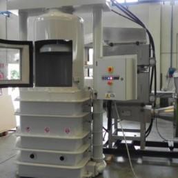Impianto per pressatura rifiuti comprimibili a bassa radioattività