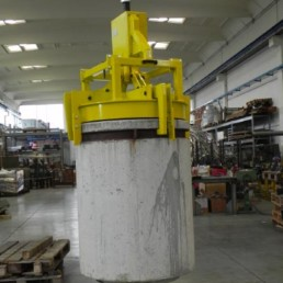 Pinza di Sollevamento per la movimentazione automatica Fusti area rifiuti radioattivi
