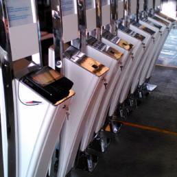 Totem multimediale lucido per navi da crociera e farmacie